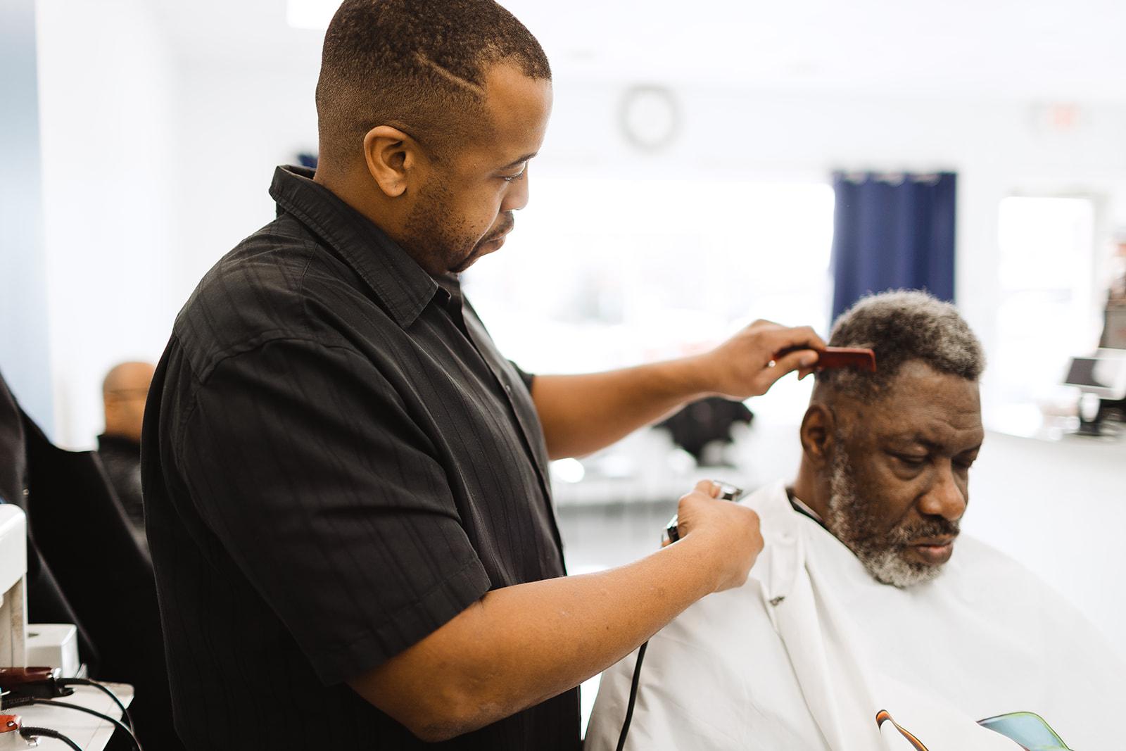 Razor S Image Premier Barbershop Salon In Bloomington In